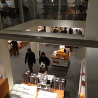 Photo taken at 六花亭 小樽運河店 by kei_ichi N. on 11/9/2012