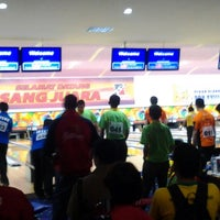 Photo taken at Bowling center by Livia V. on 9/14/2012