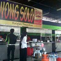 Photo taken at Ayam Penyet Wong Solo by yuyu f. on 10/4/2012