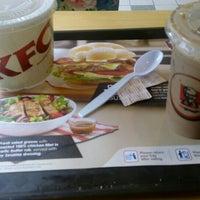 Photo taken at KFC by 💋JuWieZy™ V. on 4/5/2016