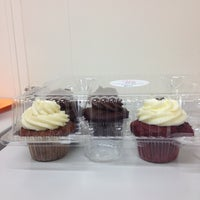 Photo taken at Curbside Cupcakes by Deatrice S. B. on 11/27/2012