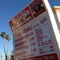 Photo taken at In-N-Out Burger by Steven on 12/20/2012
