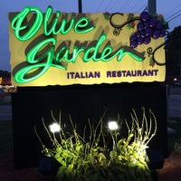 Photo taken at Olive Garden by Jacob E. on 10/29/2013