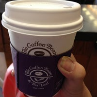 Photo taken at The Coffee Bean & Tea Leaf by 育美 on 8/2/2013
