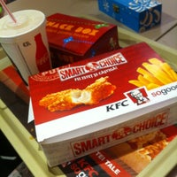Photo taken at KFC by Alle 🐙 A. on 12/18/2012