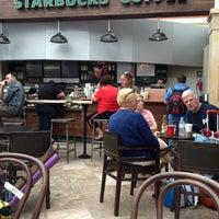 Photo taken at Starbucks by Beatriz G. on 4/26/2013