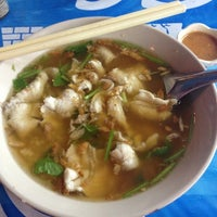 Photo taken at ข้าวต้มปลาลุงโย by LittLe L. on 12/2/2012