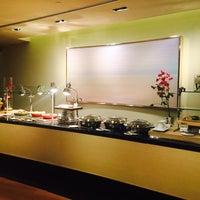 Photo taken at Aura Lounge at Naples Grande by Karina L. on 10/25/2014