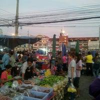 Photo taken at ตลาดสด สี่แยกสามทหาร by nagojora T. on 12/30/2014