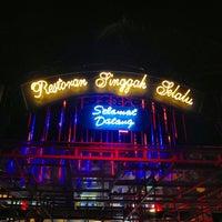 Photo taken at Restoran Singgah Selalu by aMie's a. on 5/16/2013