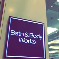 Photo taken at Bath & Body Works باث أند بادي ووركس by ENG.Mohammed 🎬 A. on 11/25/2016