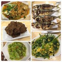 Photo taken at Raja Oci Restaurant by Yohan J. on 12/12/2015
