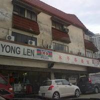 Photo taken at Restoran Yong Len by Hafefe M. on 6/8/2013