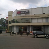 Photo taken at Pizza Hut by mochammad i. on 12/20/2012