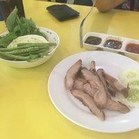 Photo taken at ส้มตำเจ๊เล้ง by Firstt K. on 6/8/2016