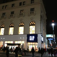 Photo taken at Gap by Dulce Helena Melchiori N. on 1/18/2013