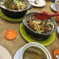 Photo taken at Restoran Veng Soon Claypot Chicken Rice (永顺瓦煲鸡饭餐室) by Michelle T. on 9/4/2016