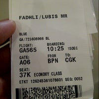Photo taken at Bandara Sepinggan Balikpapan - Gate A6 by Fadhli L. on 12/15/2013