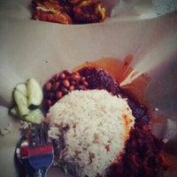 Photo taken at Nasi Lemak 'u' by Nurul F. on 10/29/2012