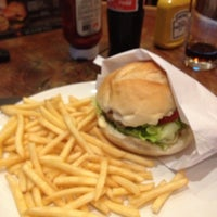 Photo taken at Madero Burger & Grill by Ederson C. on 7/1/2013