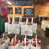 Photo taken at Panorama Orchards Farm Market by Dave W. on 10/8/2016
