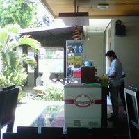 Photo taken at Selera Sambal Ngaliyan by King C. on 10/27/2012