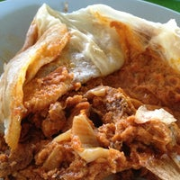 Photo taken at Roti Canai D'Bukit by Amy B. on 1/27/2013