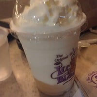 Photo taken at The Coffee Bean & Tea Leaf by Macs C. on 2/9/2013