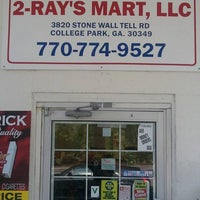 Photo taken at 2 RAYS MARKET by Chip M. on 8/16/2011