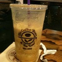 Photo taken at The Coffee Bean & Tea Leaf® by Lindsay-Lu W. on 12/10/2011