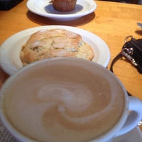Photo taken at Croissant-Brioche by Maike G. on 8/10/2012