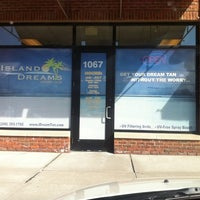 Photo taken at Island Dreams Tanning by April G. on 3/14/2011