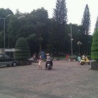 Photo taken at Le Van Tam Park by Tuấn Long on 8/20/2011