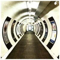 Photo taken at Old Street London Underground Station by Fabien B. on 3/11/2012