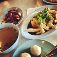 Photo taken at Famosa Chicken Rice Ball by Raejari B. on 11/13/2012