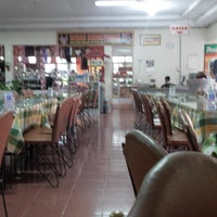 Photo taken at Restoran Taman Pringjajar by Meinar B. on 4/6/2014