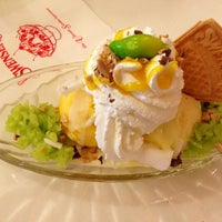 Photo taken at Swensen's by ➰ßą₪₲ℵ₹ர∂¥➰ on 3/30/2013