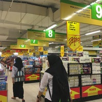 Photo taken at Giant by Farel F. on 5/3/2016