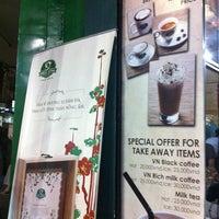 Photo taken at Phúc Long Coffee & Tea Express Mac Thi Buoi by meoo on 2/7/2013