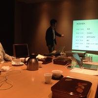 Photo taken at 萬來舎 by Hiroshi O. on 11/7/2013