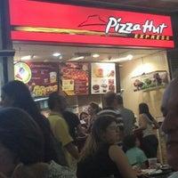 Photo taken at Pizza Hut by Vinicius M. on 12/14/2012