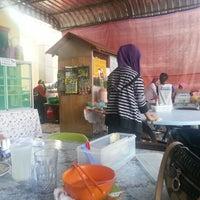 Photo taken at Kantin Dewan Masyarakat by Zati S. on 11/9/2012