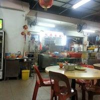 Photo taken at Lee Heng Restaurant by Ivan H. on 10/20/2012