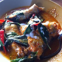 Photo taken at Ruen Thai Kung Pao by Panjapat C. on 3/2/2013