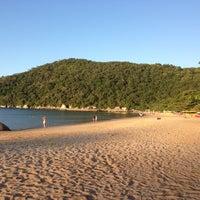 Photo taken at Praia de Laranjeiras by Roseli S. on 4/20/2013