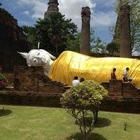 Photo taken at Wat Yaichaimongkol by Todsawat on 8/28/2013