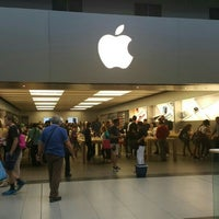 Photo taken at Apple Eaton Centre by Burçak E. on 7/7/2015