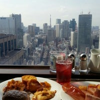 Photo taken at The Bar Hotel NewOhtani by Gchan N. on 7/27/2013