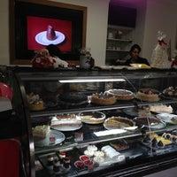 Photo taken at Das Haus Confeitaria Alemã by Thiago K Dutra on 12/15/2012