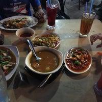 Photo taken at Restoran Singgah Sokmo by Ain Z. on 9/16/2016